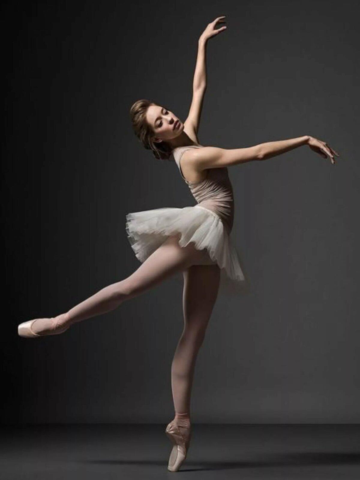 фото с балериной него