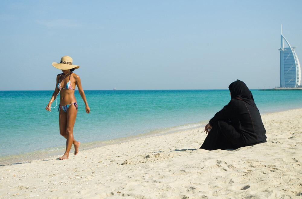 Женщины арабки на пляже — img 9