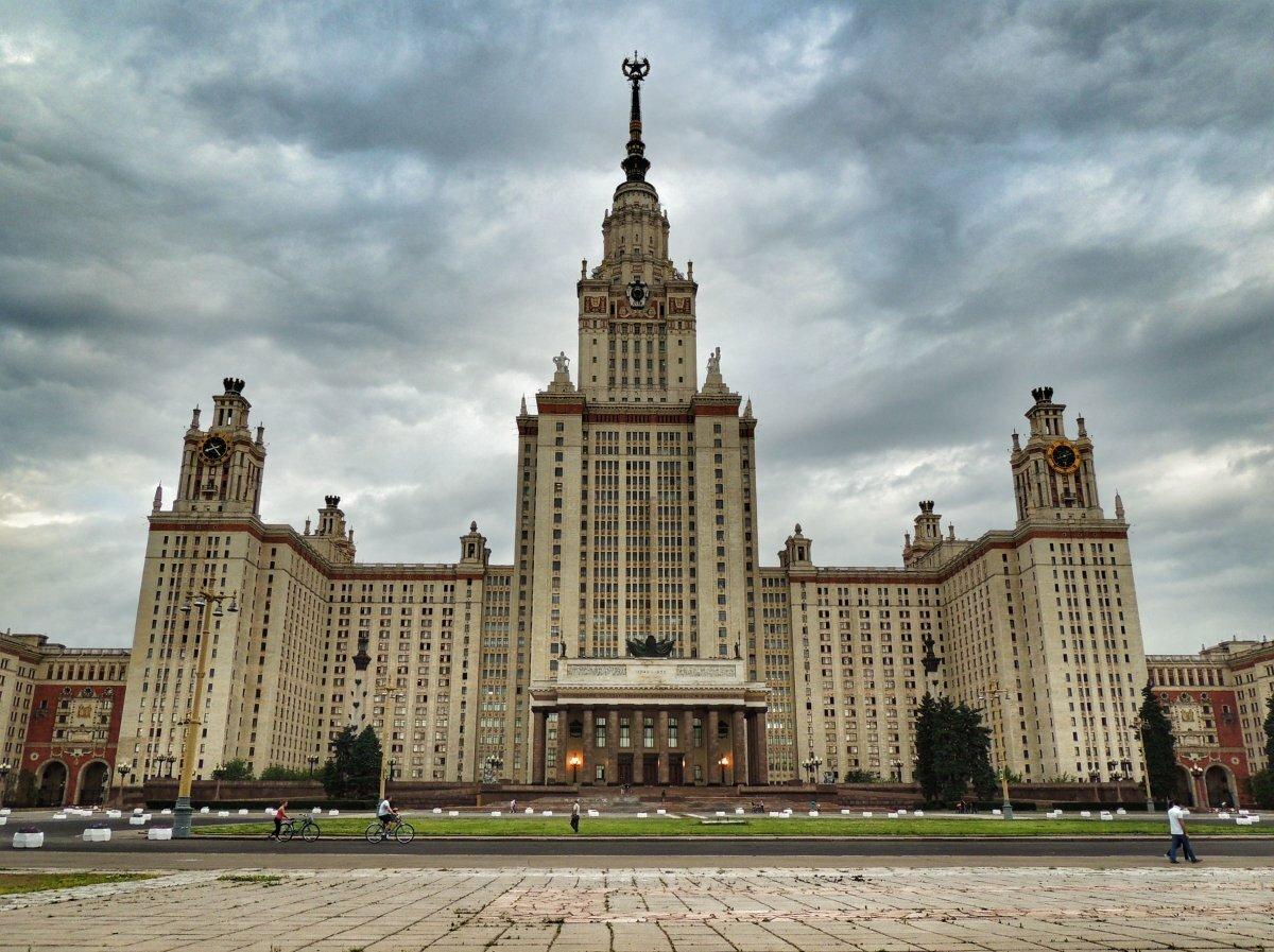 народные здания ломоносову в картинках вдаваться