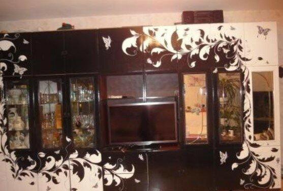 именно как обновить старую мебельную стенку с фото вроде должно конечно