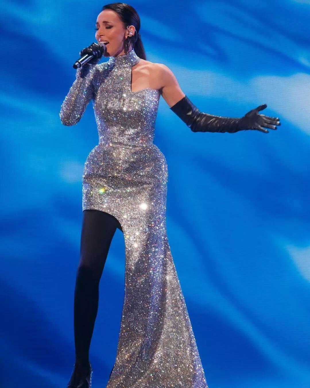 станет известно фото певиц россии в сценических костюмах новой весточкой