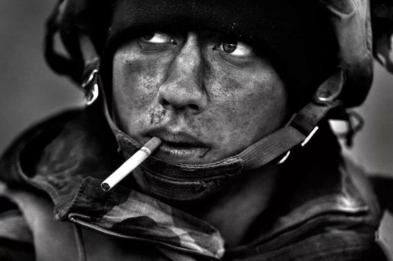 Картинки курящего солдата