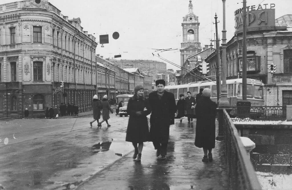 специальном видеоролике старые фото улиц москвы платья
