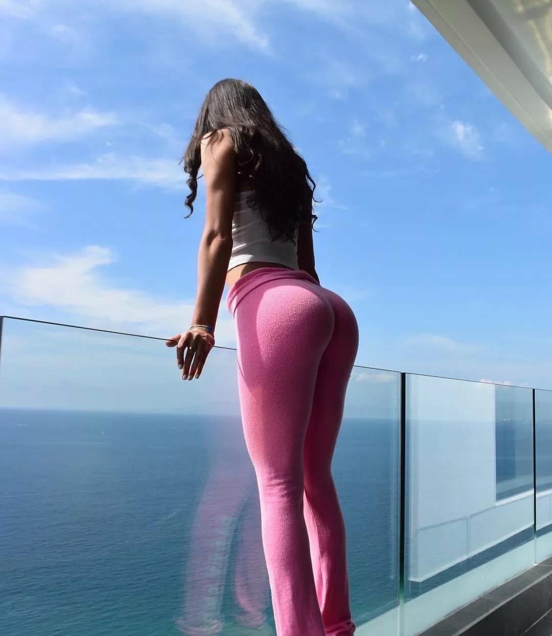 Babe in yoga pants bikini pics, skinny girls pussy swollen