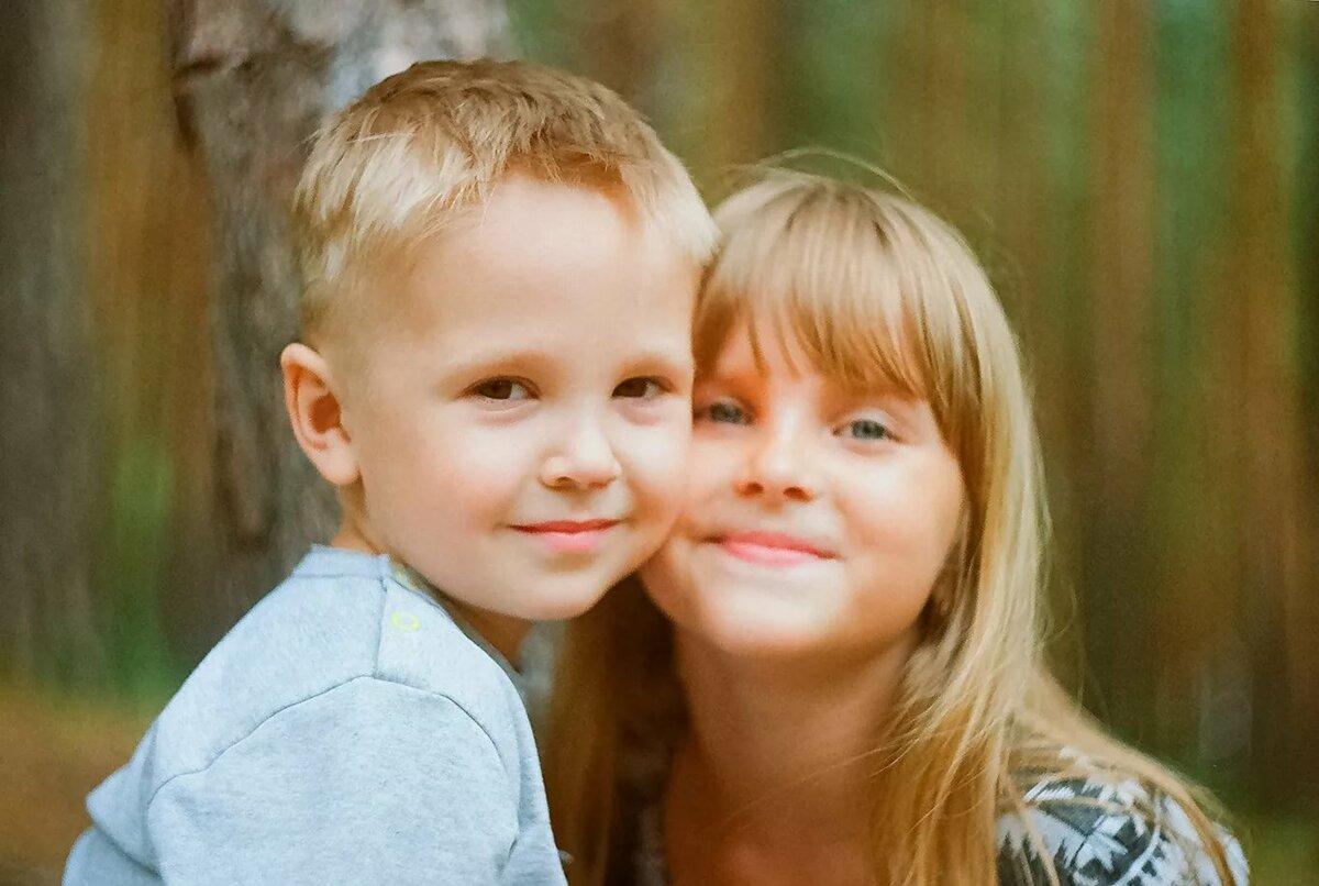Братик и сестренка маленькие картинки