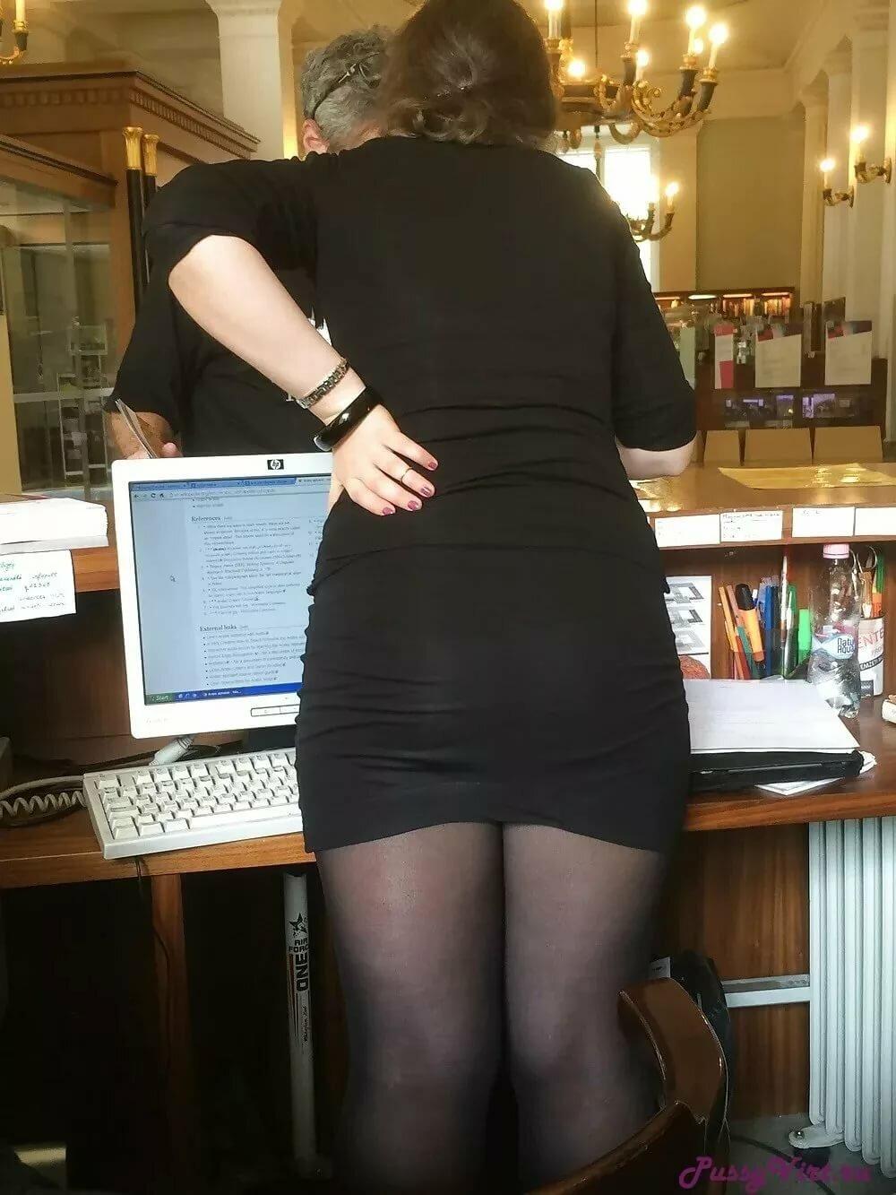 девушки в мини юбках в разных позах фото всегда это