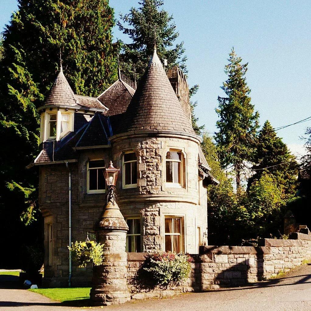 Дом замкового типа фото