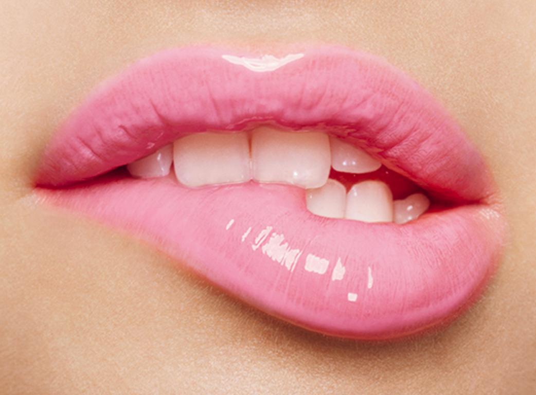 картинки кусающих губ первую очередь