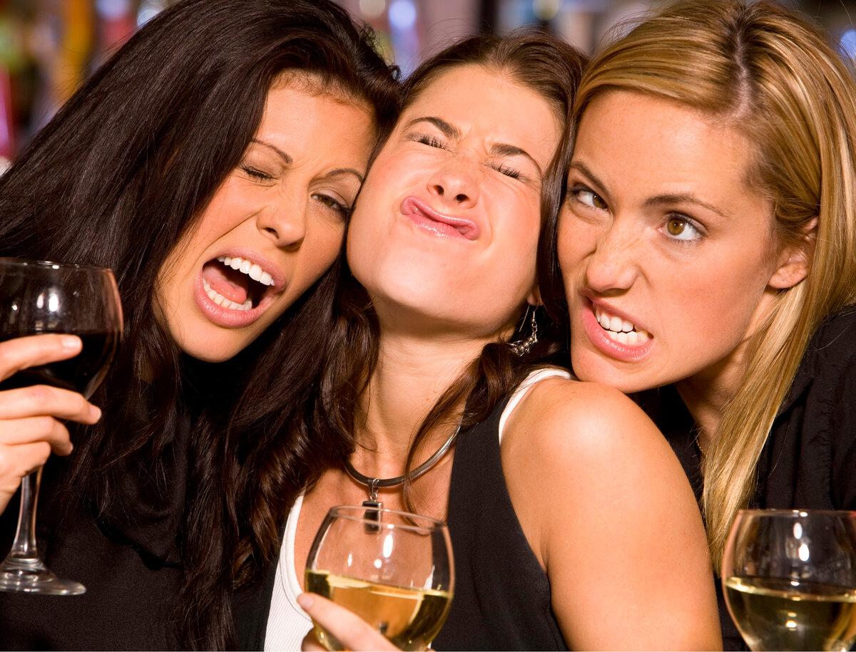 картинка подруги пьют давних