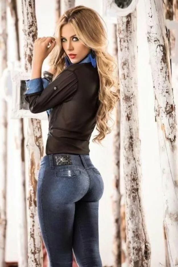 Sexy women tight jeans — photo 3