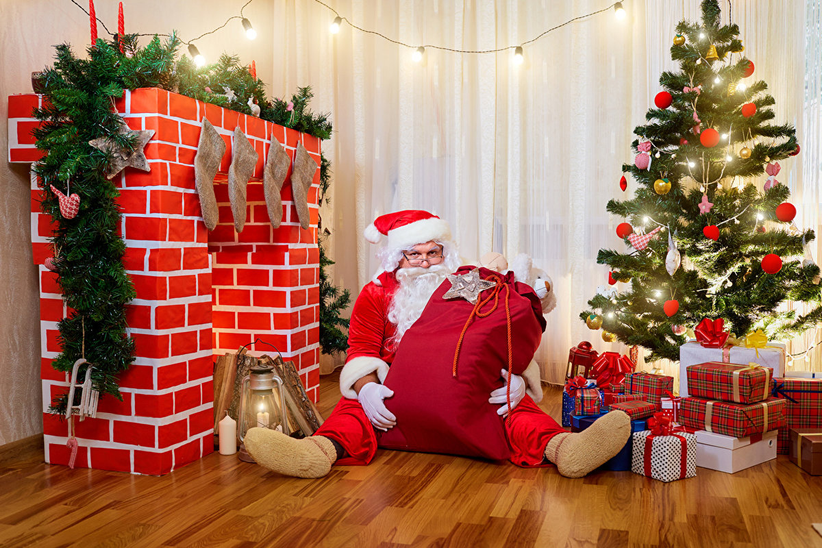 дед мороз кладет подарки под елку картинки