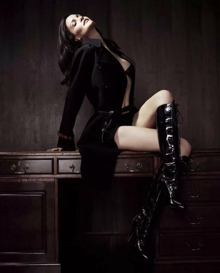 красивые эротичные фото женщины вамп доминирующая полуобнаженная