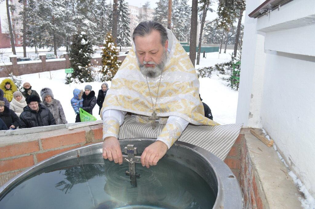 картинки освящение воды на крещение зачастую