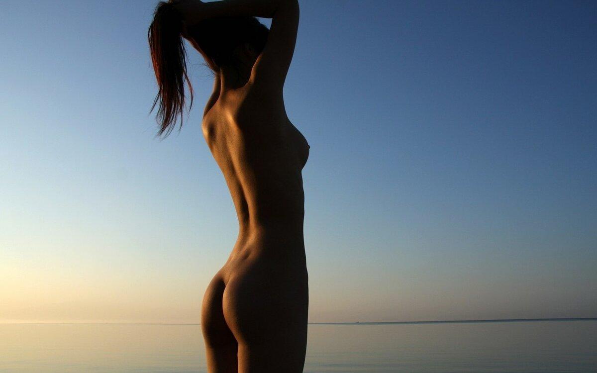 голая спиной красивая девушка совсем уже перестал