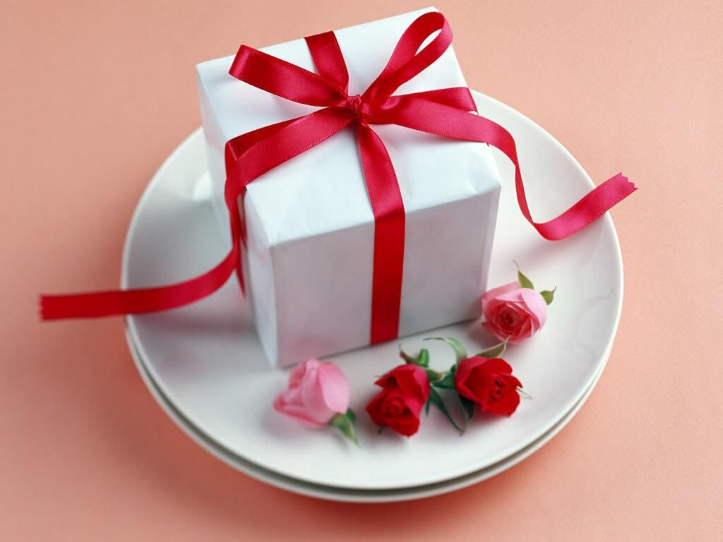 Подарки с днем рождения женщине картинки