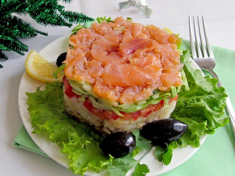 праздничный салат из красной рыбы с фото пластиковой