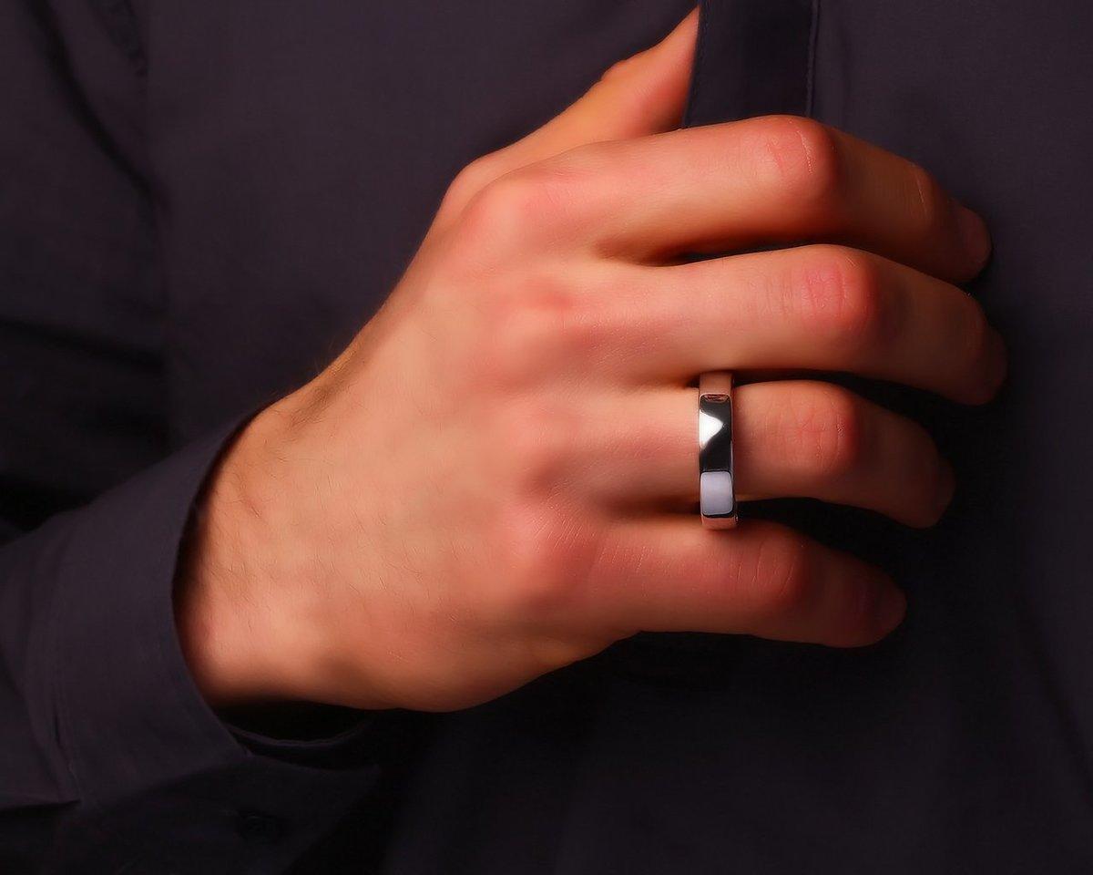 кольца на руках мужчин фото иная ситуация