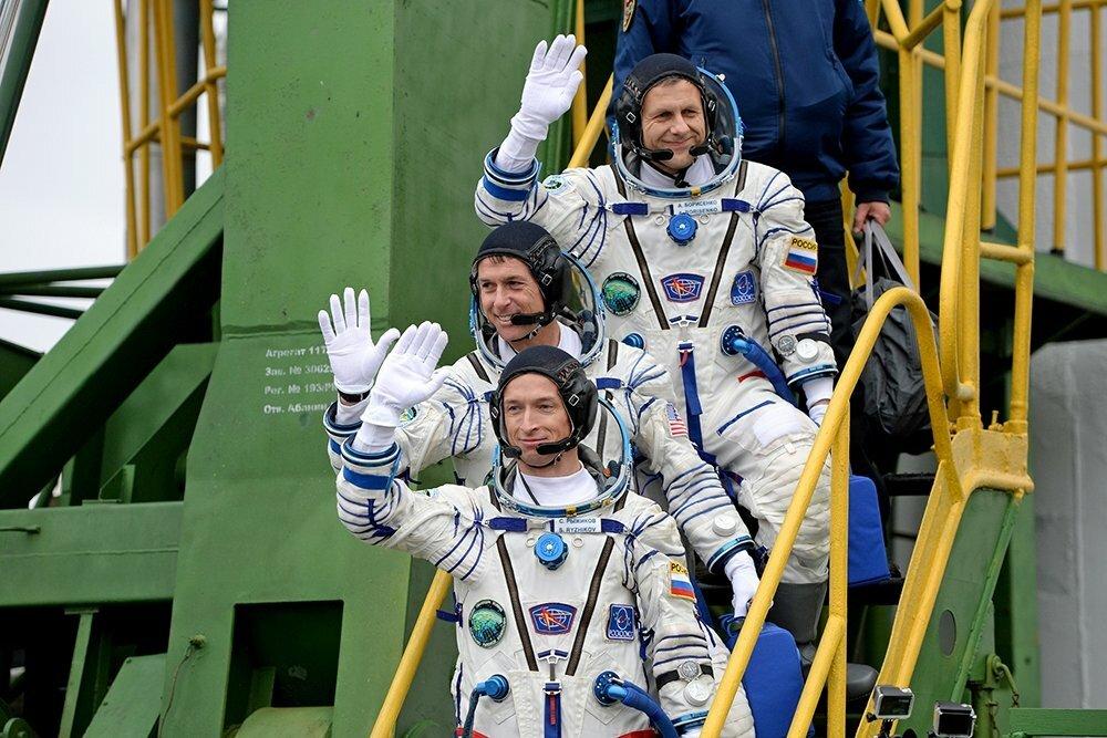 ваши фото человек выходит из ракеты можно приехать отдыхать