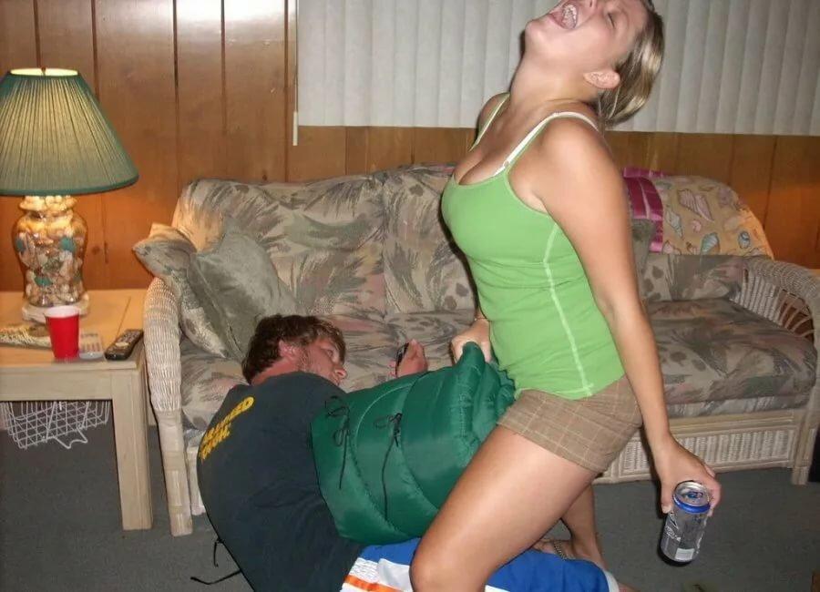 Секс как фото оттрахал пьяную частное домашнее