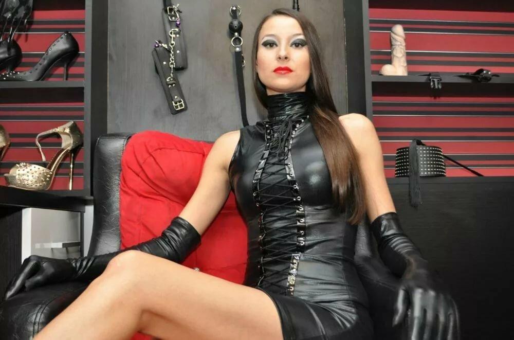 сиськастая садо мазо госпожа в гневе на раба - 5