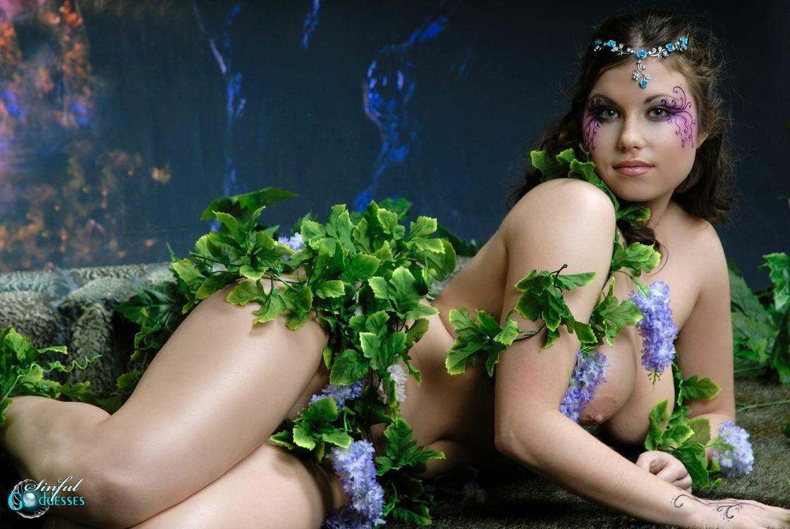 porno-roliki-foto-devushek-v-kostyume-evi-bikini