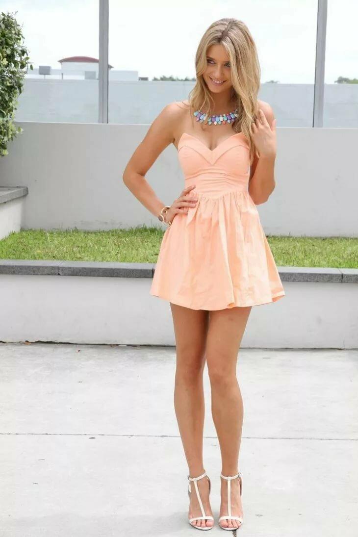 Девушка в коротком платьице #15