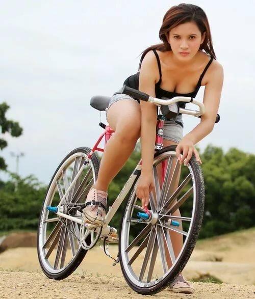 Girl masterbates on bike squirt pissing movies