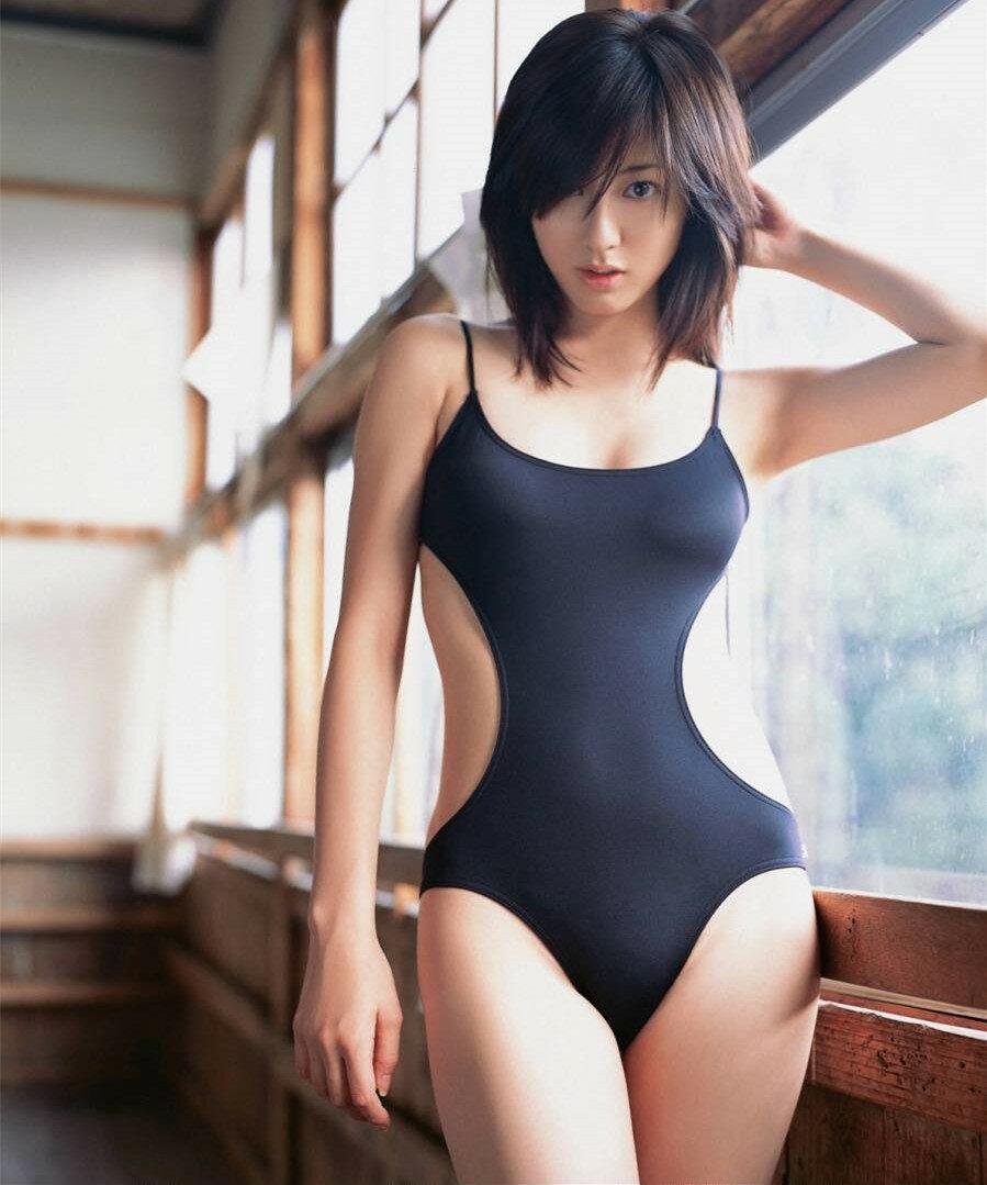 Молодые японочки в закрытых купальниках фото