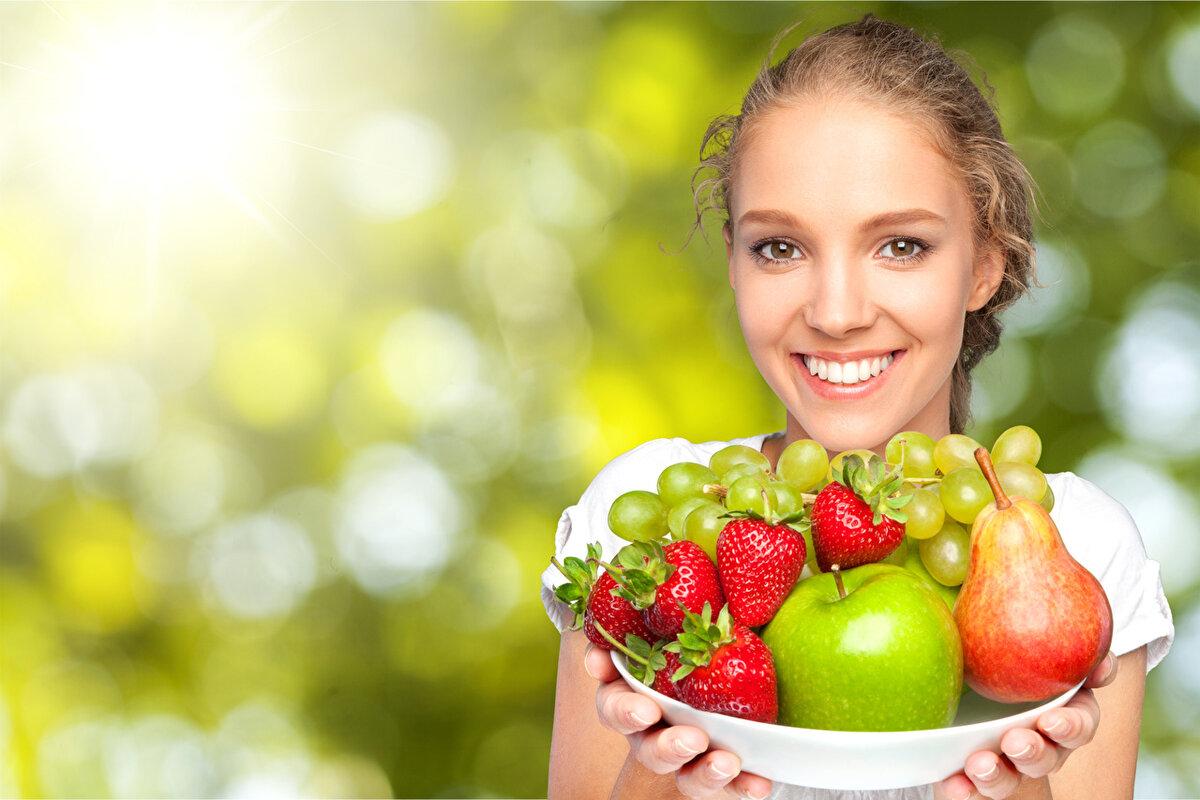 Картинки девушками с фруктами