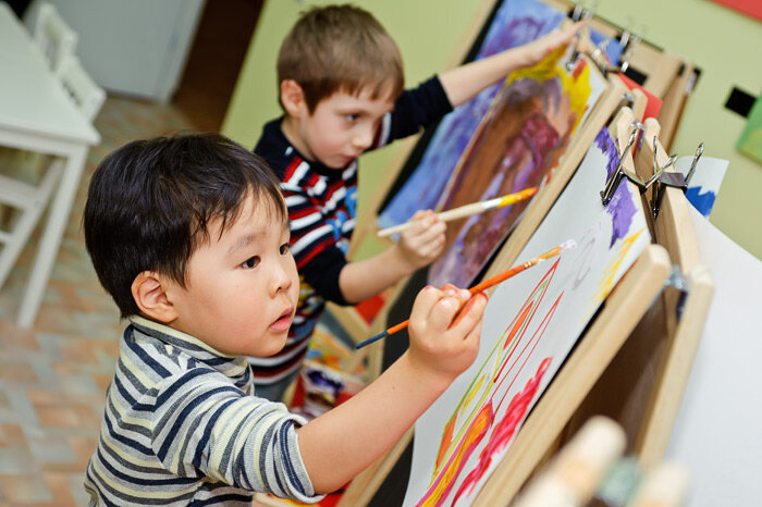 Картинки художник рисует картину для детей
