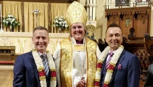 В Канаде епископесса обвенчала англиканского епископа-гея с его партнером