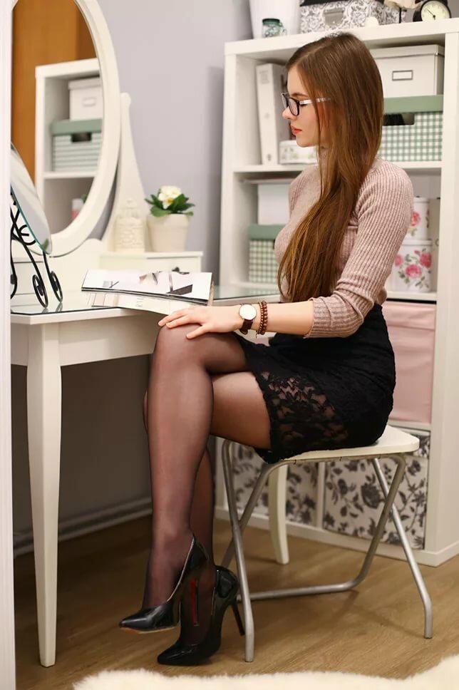 фотоохота за ножками начальниц в офисах россии - 8