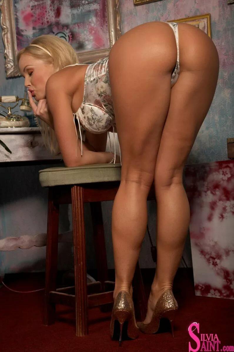 Голая попа сильвия, секс в романтичным пастели