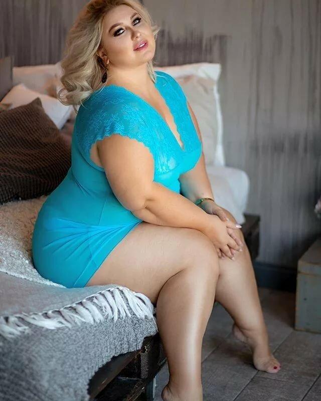 голые толстые ляжки голых девок фото - 1