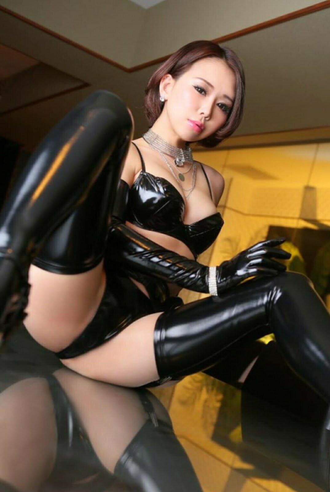 Китайские девушки в латексе 11