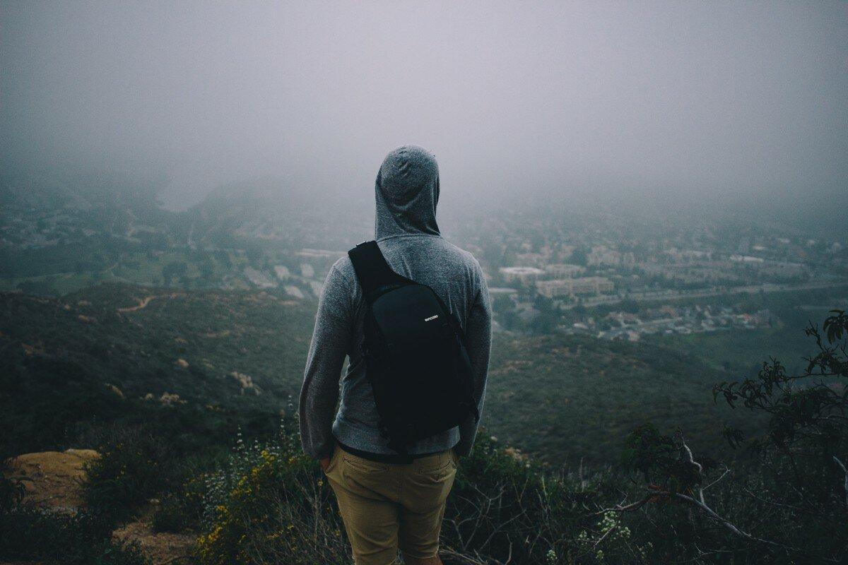 показаться, картинка одинокий парень в капюшоне рыжая няшка