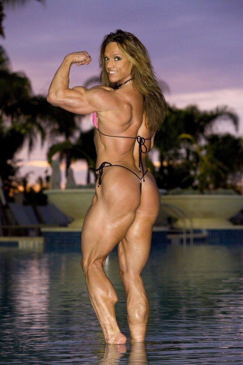 girl-having-sex-with-bodybuilder