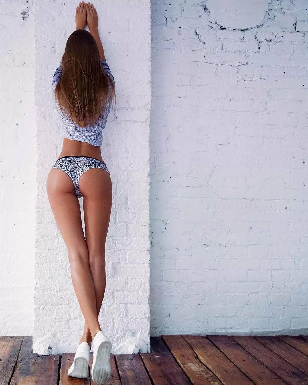 Длинные ноги и красивая попа онлайн, порно с облизыванием ножек