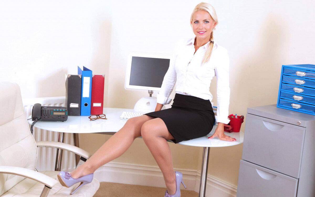 блондинка каре в офисной одежде эротика предлагает