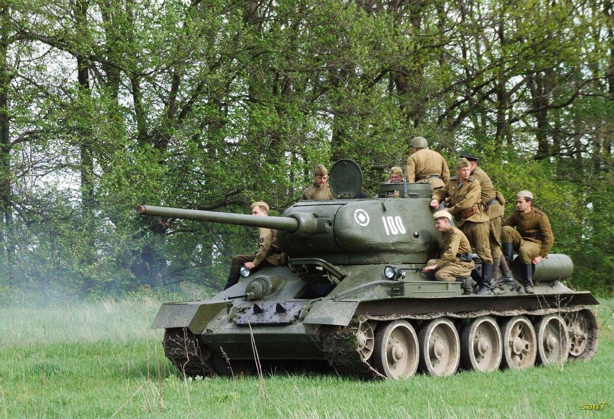 Открытка к 23 февраля с танками, доброго