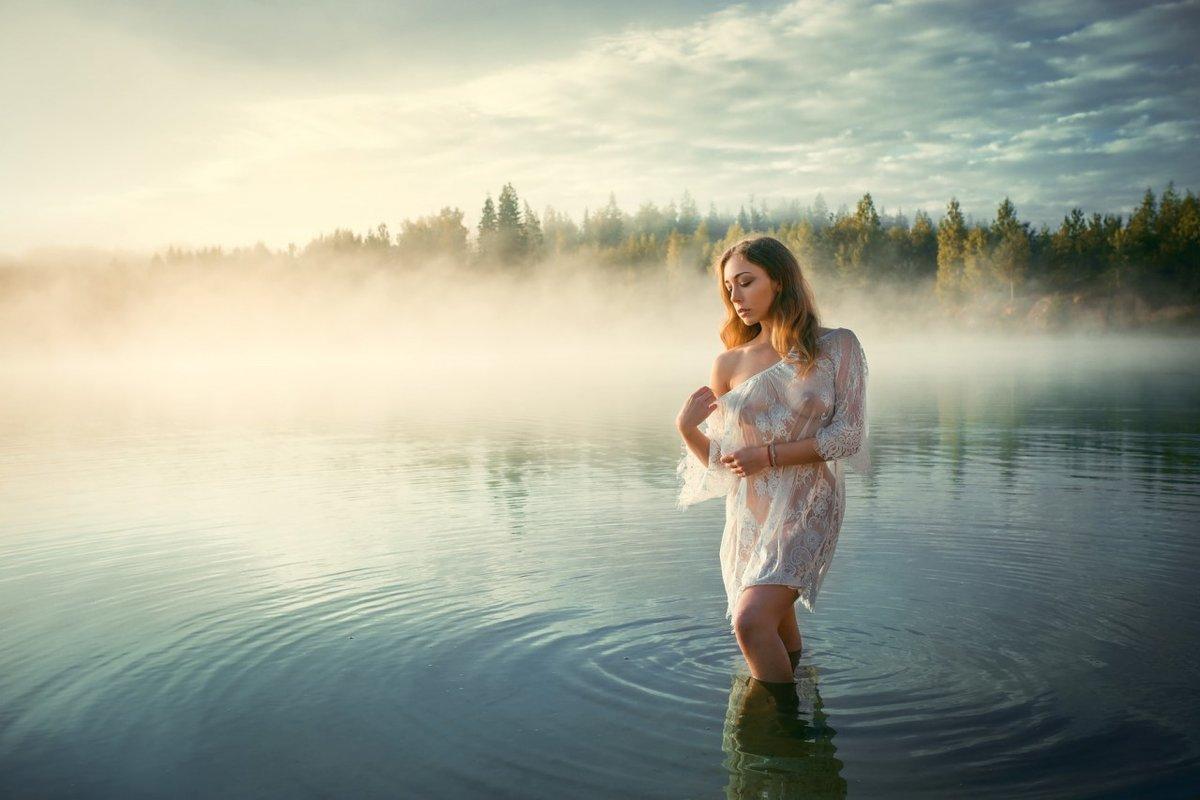 Голые девки в озере — photo 3