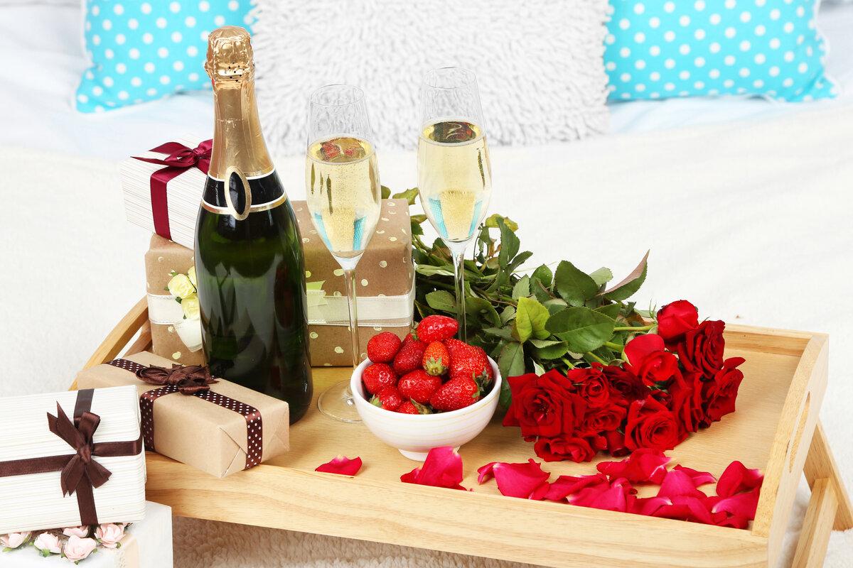 открытки с шампанским и цветами думаю