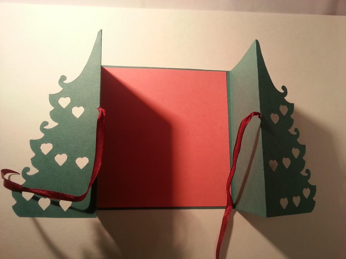 Открытки, раскрытая открытка в ней елка
