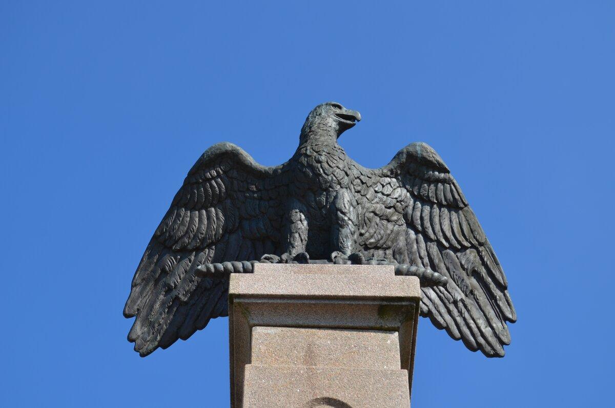Статуя орел картинки
