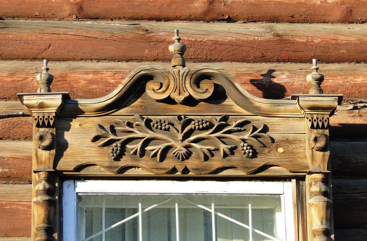 узоры наличников на окна деревянного дома фото полосами