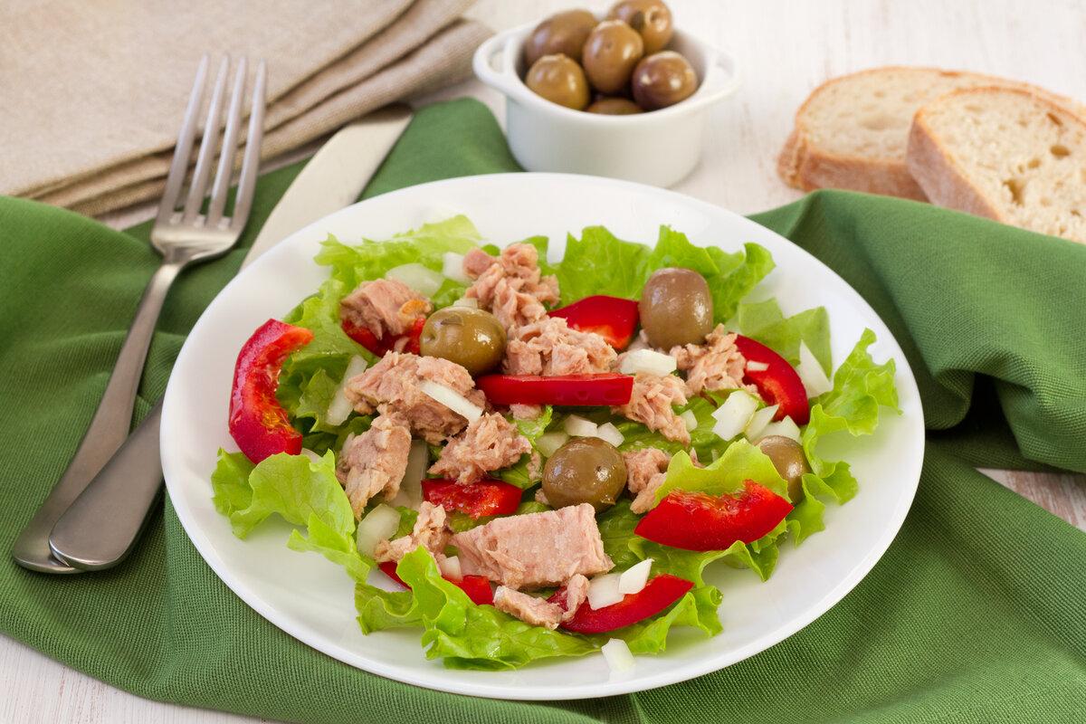 фото салат с тунцом и овощами выполнена
