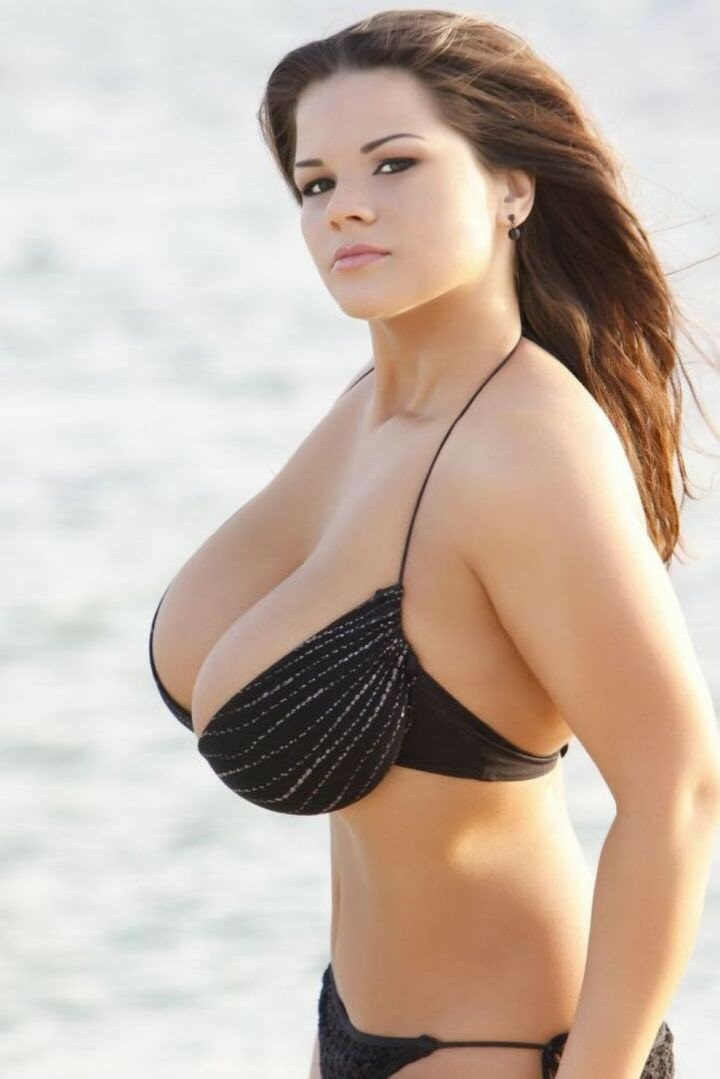 pictures-of-women-with-big-breasts