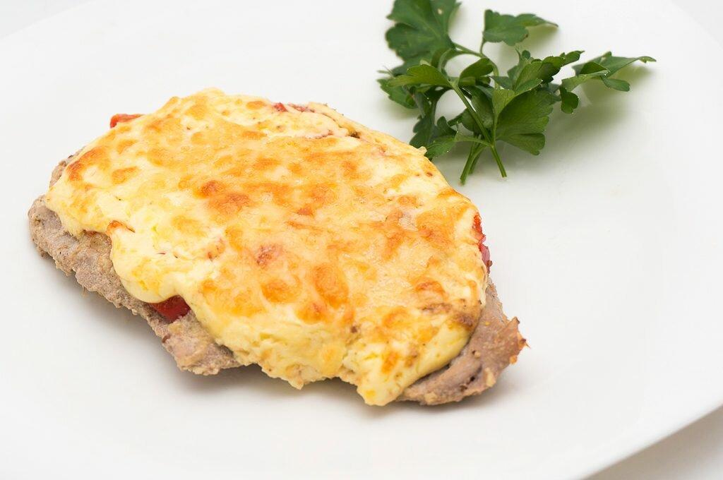 Мясо по-французски в духовке картинка