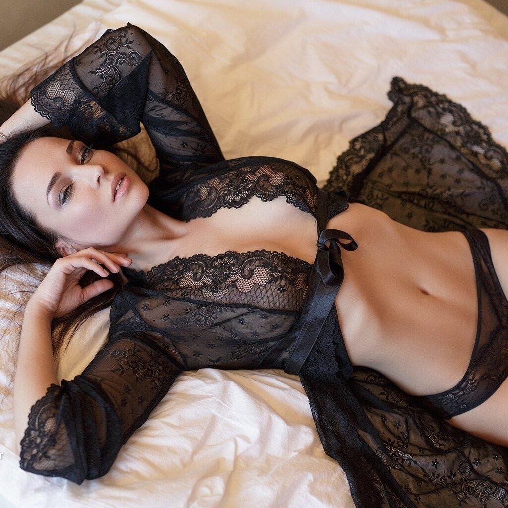 ero-foto-seksualnih-bryunetok-v-nizhnem-bele-trahayut-zhenu-druga-na-kuhne