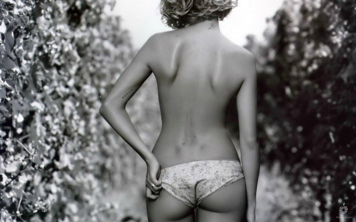 голая женщина со спины фото